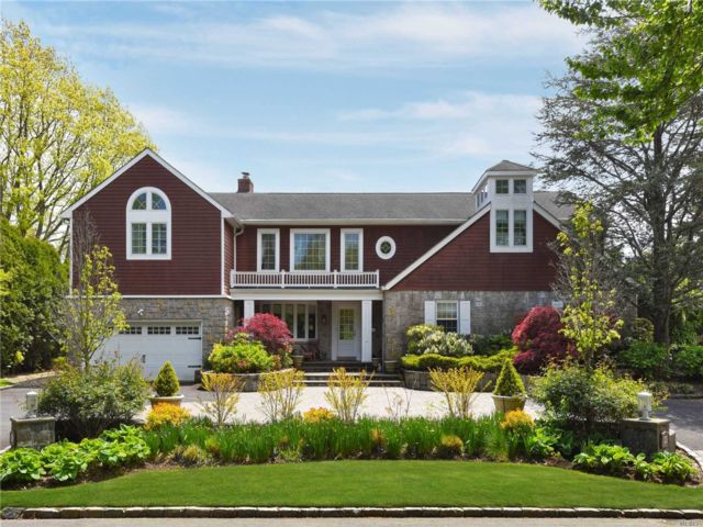 7 BR,  6.00 BTH Exp ranch style home in Hewlett Harbor