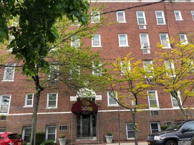2 BR,  2.00 BTH High rise style home in Woodmere