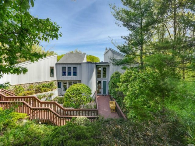 4 BR,  4.00 BTH Contemporary style home in Port Jefferson