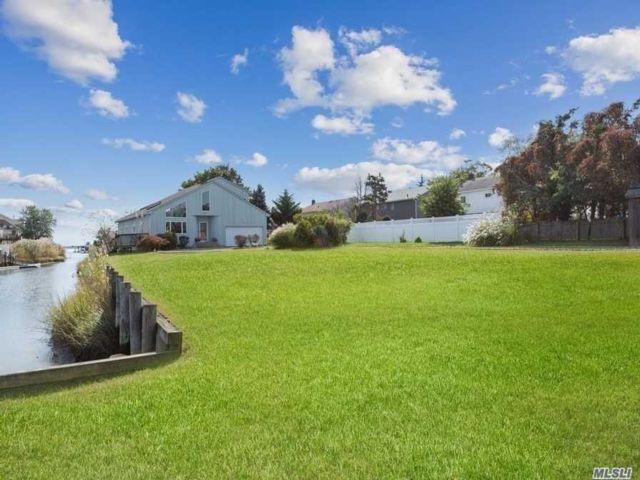 Lot <b>Size:</b> 100x60 Land style home in Baldwin Harbor