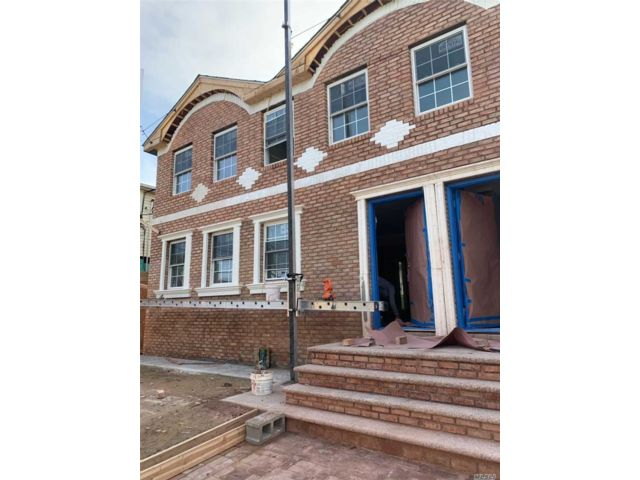 7 BR,  4.00 BTH Colonial style home in Rosedale