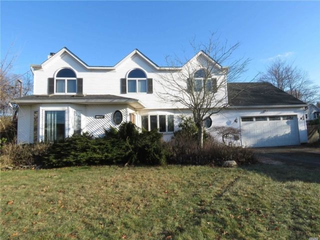 5 BR,  3.00 BTH  Colonial style home in Center Moriches