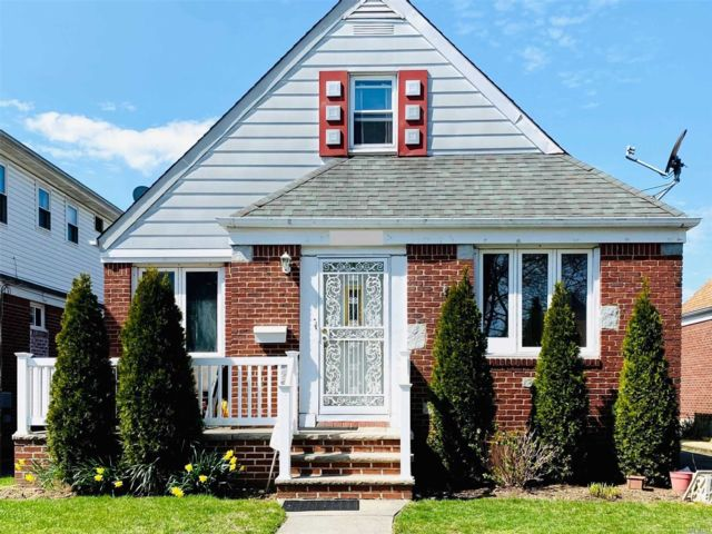 4 BR,  3.00 BTH  Cape style home in Floral Park