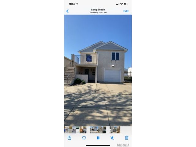 5 BR,  3.00 BTH 2 story style home in Long Beach
