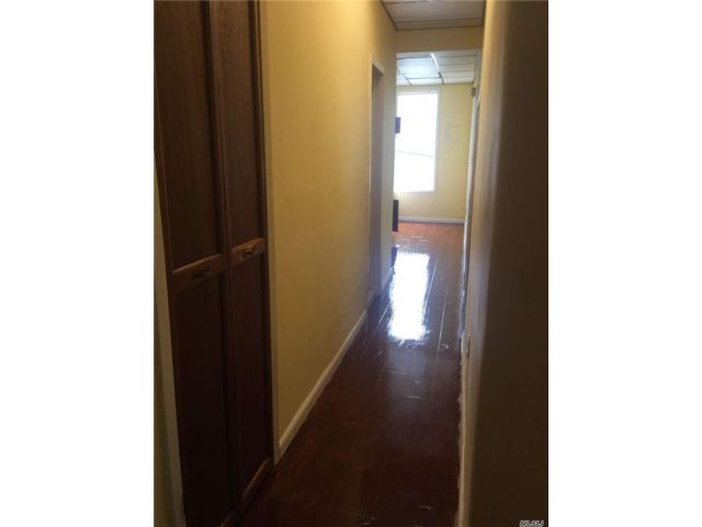 4 BR,  2.00 BTH Apt in house style home in Ridgewood