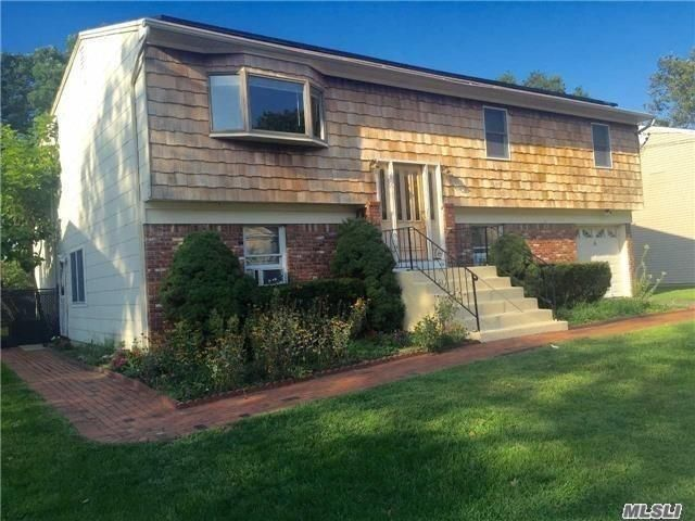 6 BR,  3.00 BTH  Hi ranch style home in West Islip