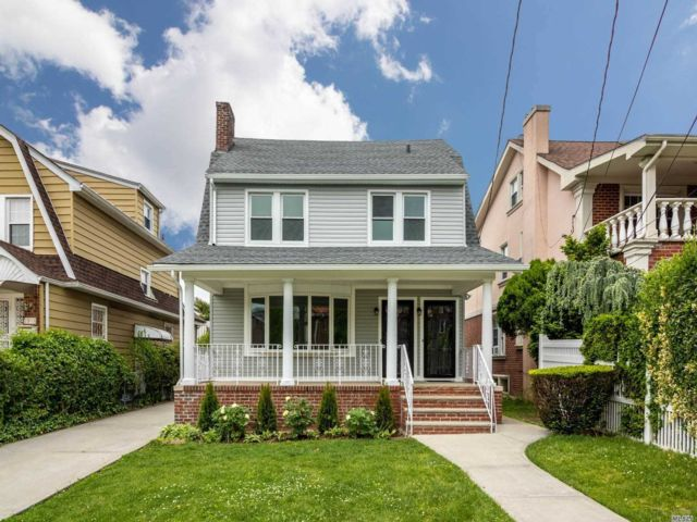 4 BR,  3.00 BTH  2 story style home in Bayside
