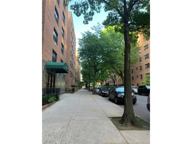 1 BR,  1.00 BTH Mid rise style home in Corona