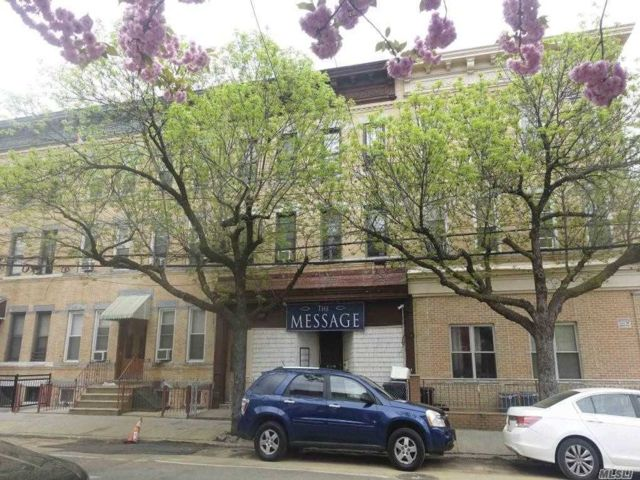 10 BR,  6.00 BTH Store+dwell style home in Ridgewood