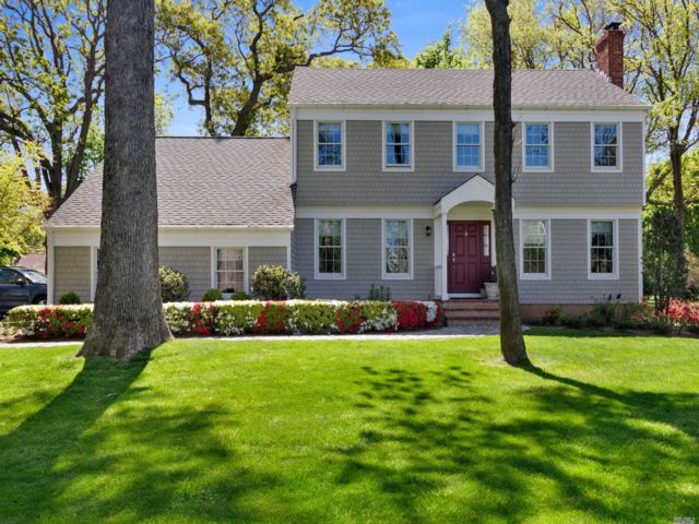 3 BR,  3.00 BTH Colonial style home in Miller Place