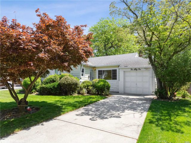 2 BR,  2.00 BTH Ranch style home in Valley Stream