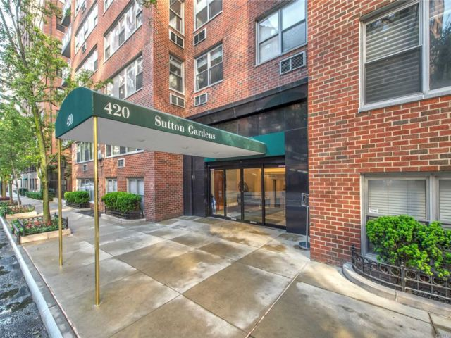 2 BR,  1.00 BTH  High rise style home in New York
