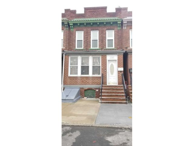 3 BR,  2.00 BTH Townhouse style home in Ridgewood