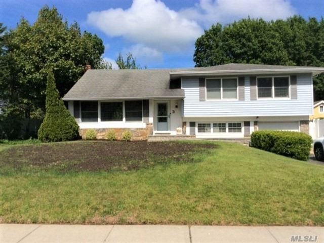 4 BR,  3.00 BTH Split level style home in Smithtown
