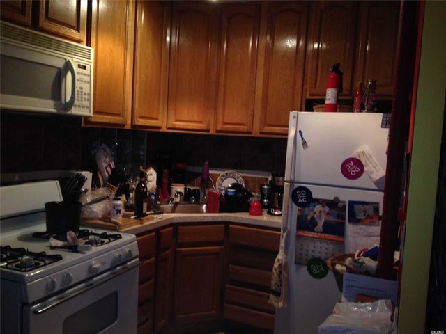 1 BR,  1.00 BTH Mid rise style home in Astoria