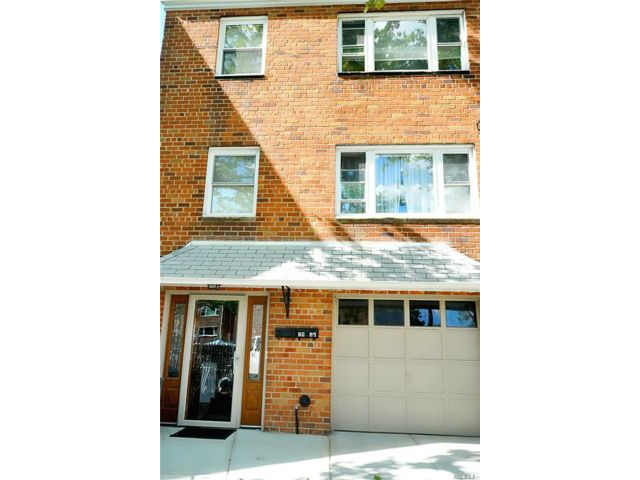 5 BR,  3.00 BTH  Contemporary style home in Woodhaven
