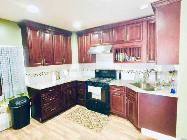 6 BR,  4.00 BTH Colonial style home in South Ozone Park