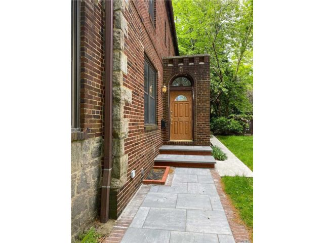 5 BR,  4.00 BTH Colonial style home in Kew Gardens