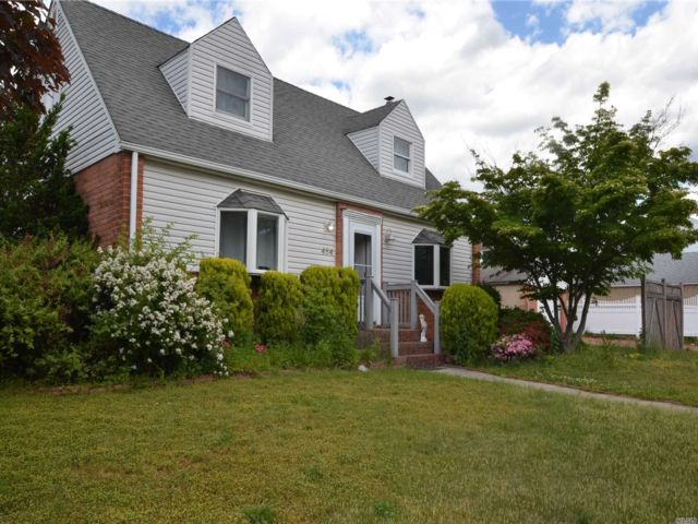 2 BR,  2.00 BTH  Cape style home in Garden City South