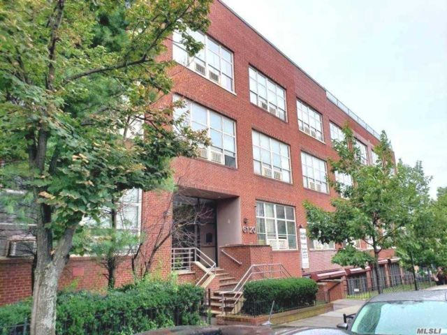 1 BR,  1.00 BTH Mid rise style home in Woodside