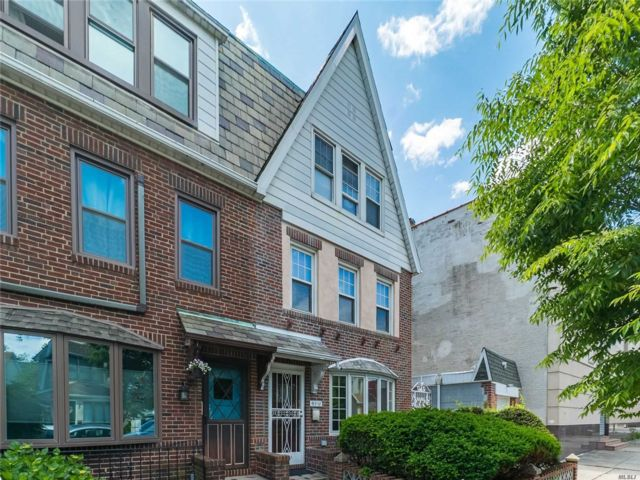 2 BR,  2.00 BTH Apt in house style home in Forest Hills
