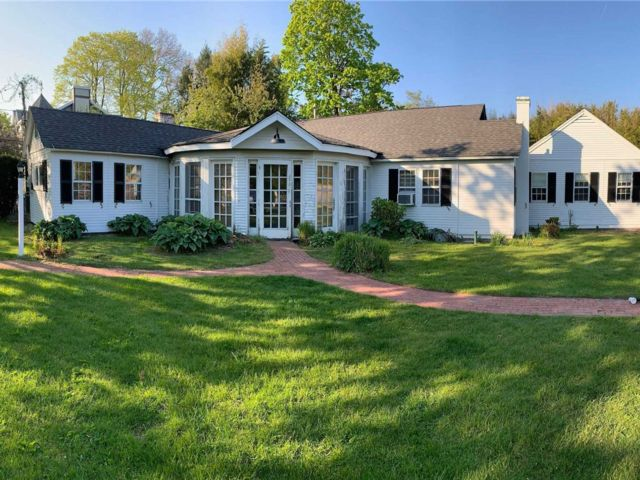 3 BR,  2.00 BTH Cottage style home in Bellport Village
