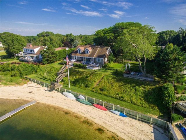 6 BR,  4.00 BTH Cape style home in Southold