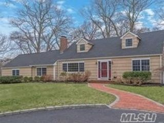 4 BR,  2.00 BTH Exp cape style home in Stony Brook