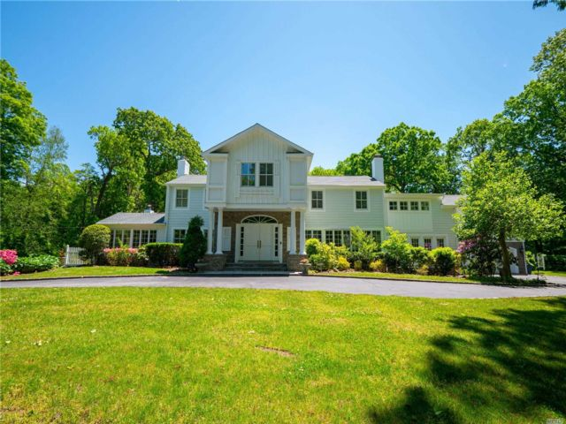 5 BR,  4.00 BTH  Colonial style home in Brookville