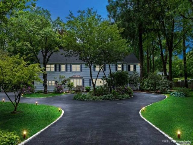 7 BR,  7.00 BTH  Colonial style home in Locust Valley