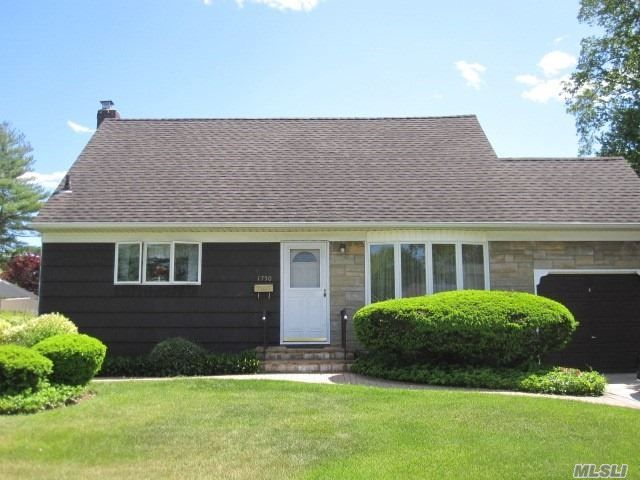 [East Meadow Real Estate, listing number 3112158]