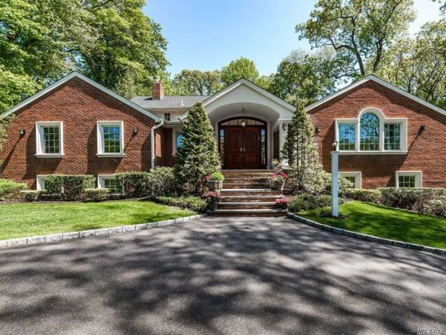 5 BR,  5.00 BTH Contemporary style home in Roslyn Harbor