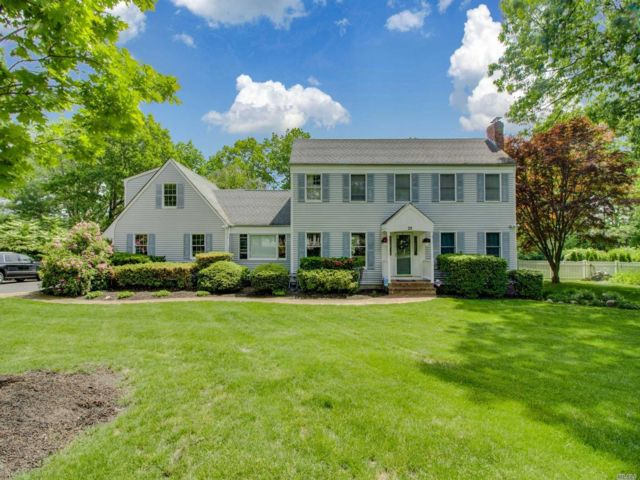 4 BR,  5.00 BTH Colonial style home in Miller Place