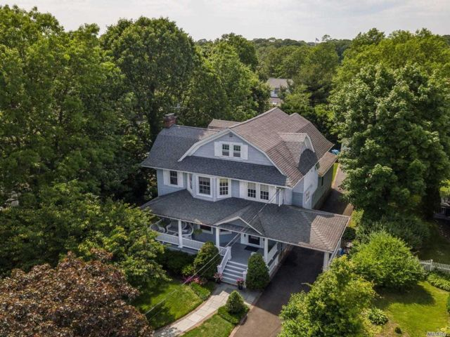4 BR,  2.00 BTH Colonial style home in Rockville Centre