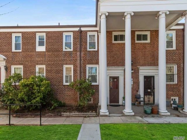 2 BR,  1.00 BTH Townhouse style home in Briarwood