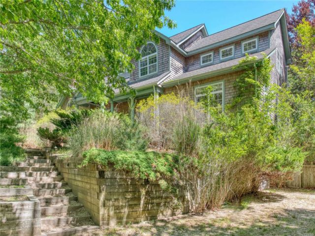 5 BR,  4.00 BTH Nantucket style home in East Hampton