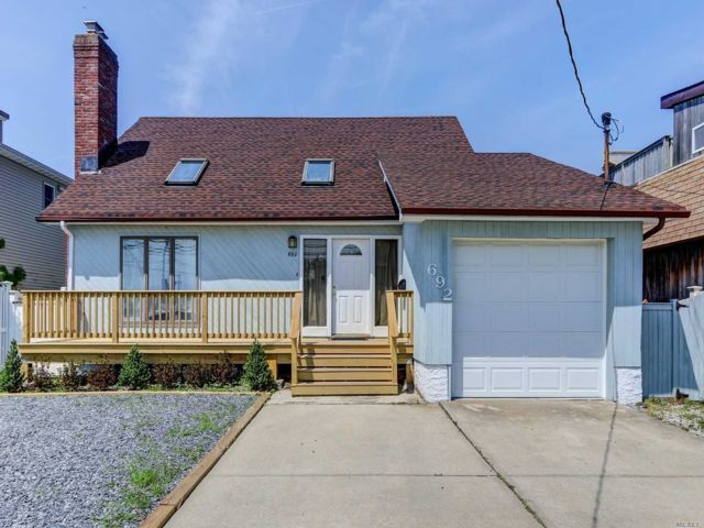 3 BR,  3.00 BTH Contemporary style home in Freeport