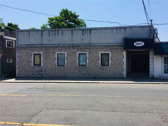 Studio,  0.00 BTH  Commercial style home in Huntington Station