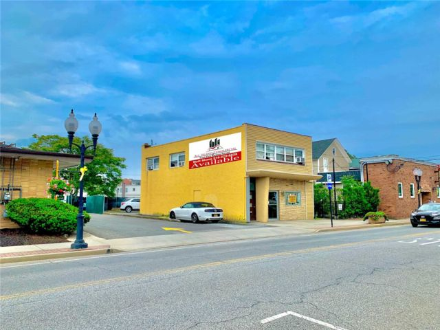 Studio,  0.00 BTH Commercial style home in Patchogue
