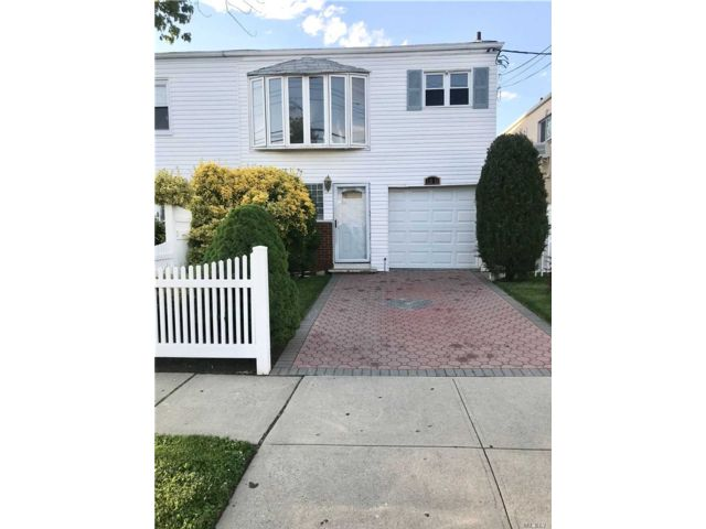 4 BR,  3.00 BTH Hi ranch style home in Rosedale