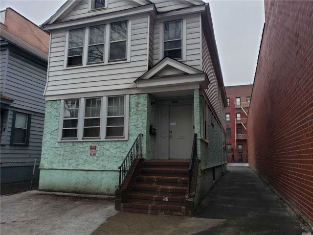 Lot <b>Size:</b> 30x140  Land style home in Flushing