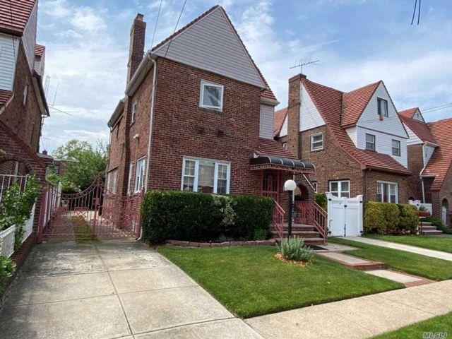 4 BR,  4.00 BTH Tudor style home in Laurelton