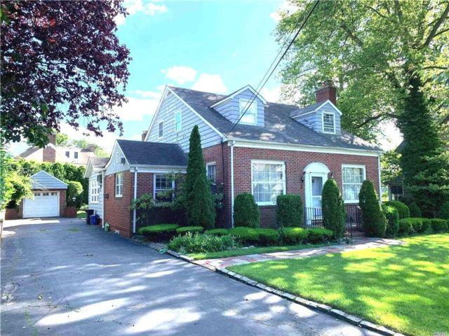 4 BR,  3.00 BTH Cape style home in Douglaston
