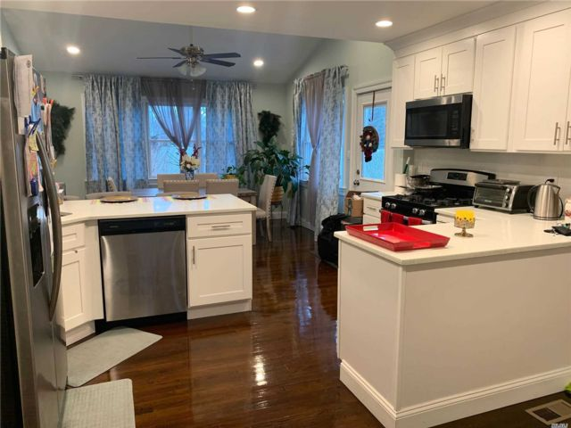 4 BR,  1.00 BTH  Exp cape style home in Amityville