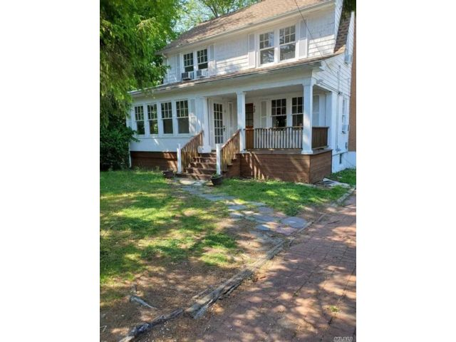 3 BR,  3.00 BTH  House rental style home in Woodmere