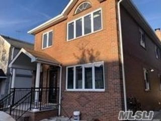 6 BR,  5.00 BTH  Contemporary style home in Fresh Meadows