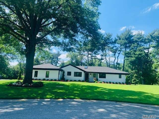 5 BR,  5.00 BTH  Ranch style home in Old Westbury