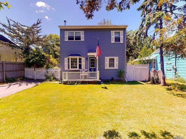 4 BR,  2.00 BTH  Colonial style home in Center Moriches