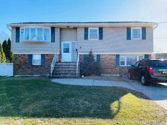 [Farmingdale Real Estate, listing number 3112677]