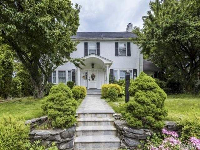 Lot <b>Size:</b> 80x100 Land style home in Douglaston